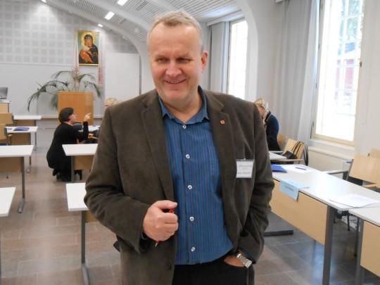 Hannu Hoskonen marraskuussa 2013 kokoontuneessa kirkolliskokouksessa Valamon kulttuurikeskuksessa. (Photo: Aristrakos Sirviö)