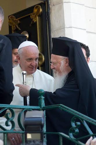 Patriarkka Bartolomeoksen ja paavi Franciscuksen välillä vallitsee lämmin ystävyys. (Photo: Ekumeeninen patriarkaatti)