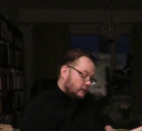 Isä Andreas Larikka vihittiin diakoniksi 27.4.1989, joten tänä vuonna hän ollut kleeruksessa 25 vuotta. Papiksi hänet vihittiin 1991, ja hän suoritti TM-tutkinnon 1994 Joensuun yliopistossa.Hänet vihittiin Dousikon pyhän Vissarionin luostarin jäseneksi 20.7.1992. Arkkimandriitan arvon hän sai 1999. Photo: Hellevi Matihalti