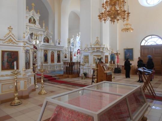 Kirkko on kaunis. Pääalttarin lisäksi kirkkosalissa on kaksi sivualttaria. Kirkkoon mahtuu arviolta 600 rukoilijaa.  (Photo: Aristarkos Sirviö)