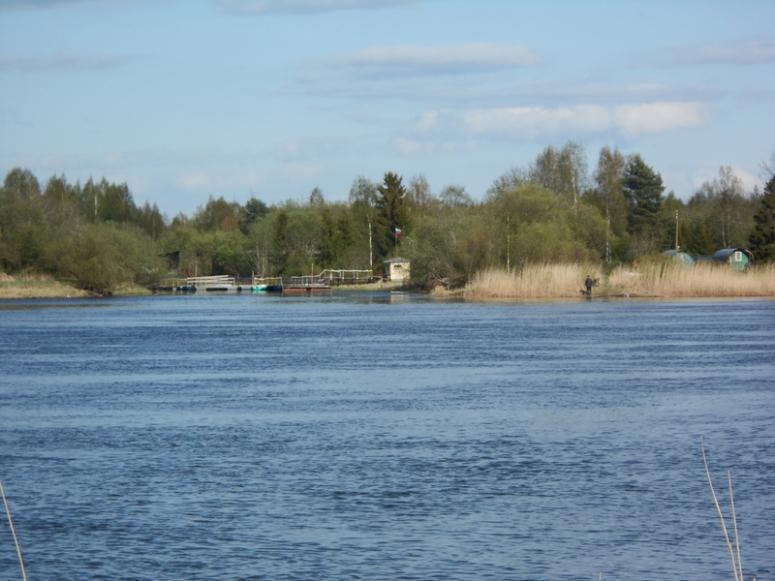 Skamjan kylä on uintimatkan päässä vastarannalla Venäjän puolella. (Photo: Aristarkos Sirviö)