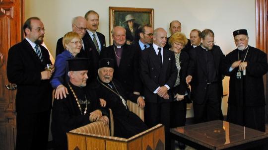Ekumeeninen kirkkokeräys Viroon huipentui Tallinnassa Suomen suurlähetstössä. Kuvassa keräystoimikunnan jäseniä ja tukijoita. (Photo owner Martti Päivinen)