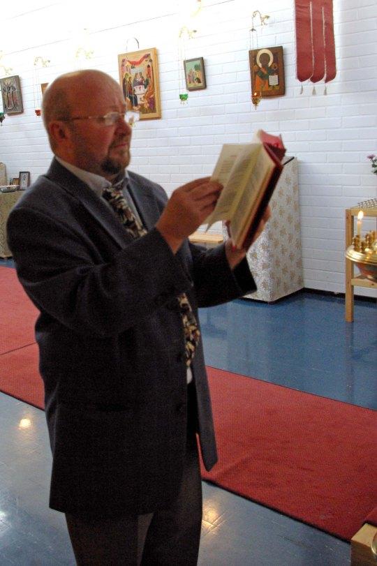Okko toimii usein lukijana Mellunmäen kappelissa . (Photo: Aristarkos Sirviö)