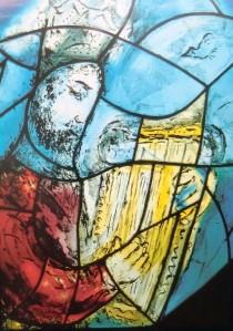 Marc Chagallin lasimaalaus St. Stephanin kirkoss Mainzissa. (Kuva/Photo: Hellevi Matihalti )