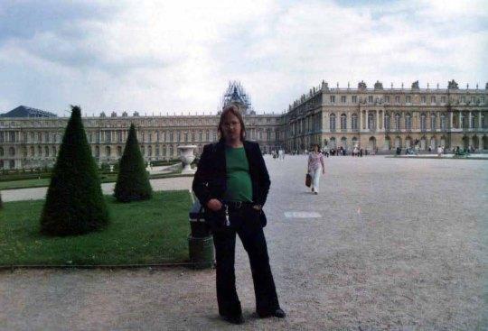 Pariisissa, rakkaimmassa matkakohteessaan, isä Johannes on käynyt lukemattomia kertoja. Kuva on vuodelta 1978, jolloin hän kävi tutustumassa myös Versailles´hin.  (Kuva/Photo : isä Johanneksen valokuvakokoelmista.)