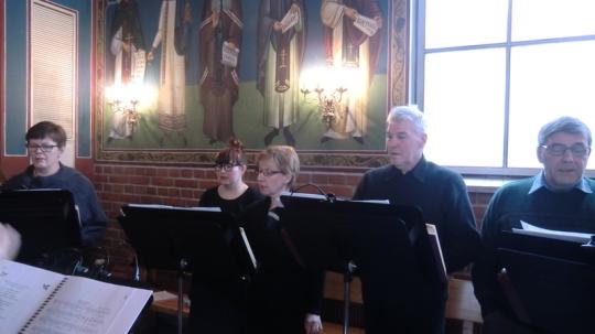 Kuvassa Kajaanin ortodoksisen kirkon kuoron laulajia. (Kuva/Photo: Hellevi Matihalti )