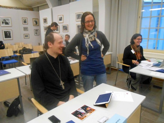 Kirkolliskokousedustajilla oli hymy herkässä ; vasemmalta isä Aleksander Roszczenko, Laura Aho sekä Vrvara Merras-Häyrynen. (Kuva/Photo: Aristarkos Sirviö)