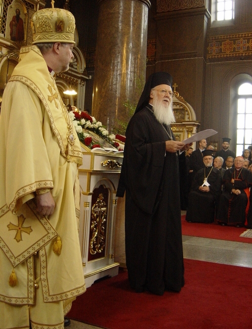 Patriarkka Bartolomeos ja Helsingin metropoliitta Ambrosius Uspenskin katedraalissa Helsingissä. (Kuva/Photo: Aristarkos Sirviö)