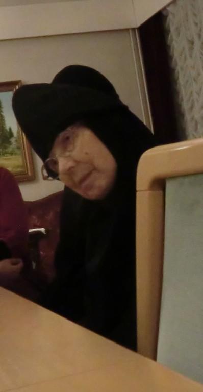 Äiti Taisia, joka tuli Lintulaan vuotta aikaisemmin kuin Elisabet, toimii nykyään Pyhän Kolminaisuuden kirkon ponomarina. (Kuva/Photo: Hellevi Matihalti)