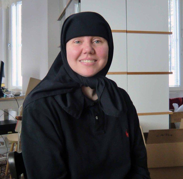 Sisar Juliana huolehtii luostarin tietokoneista. (Kuva/Photo: Hellevi Matihalti )