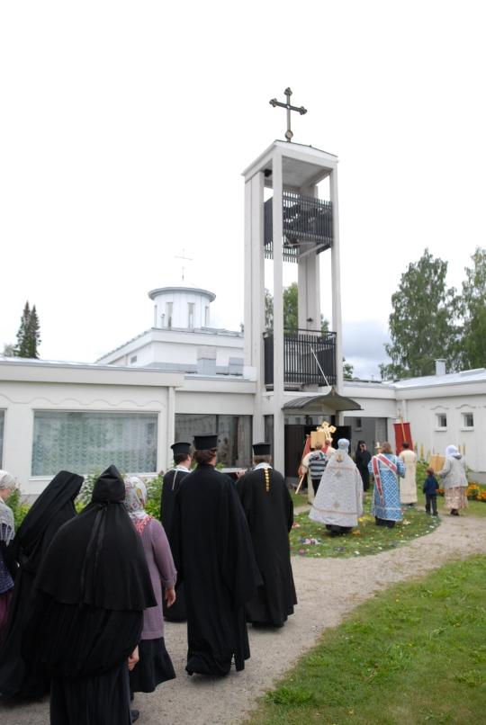 Lintulan Pyhän Kolminaisuuden luostarin kesään kuuluu kirkollisia juhlia. (Kuva/Photo: Aristarkos Sirviö )
