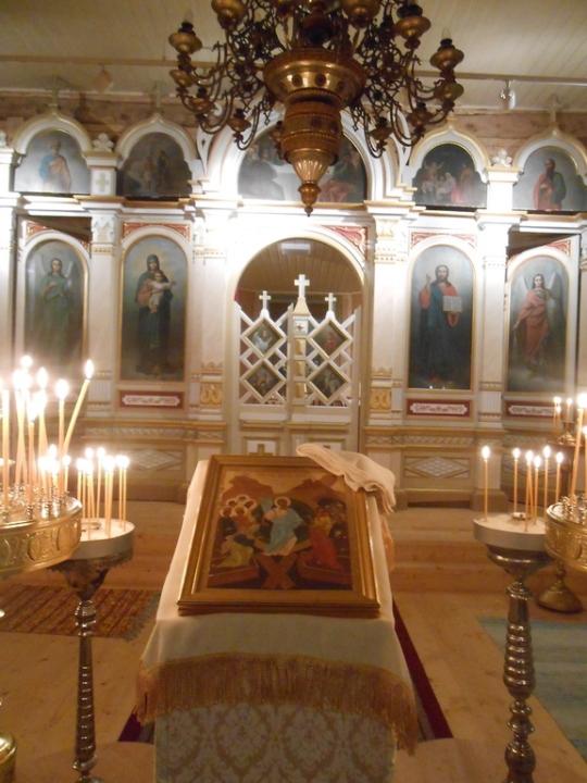 Kristuksen kirkastumisen kirkko juuri ennen pääsiäisyönpalveluksen alkamista. (Kuva/photo: Aristarkos Sirviö)