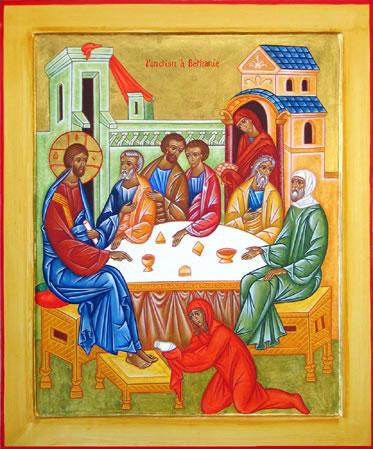 """(Mt.26:6-13) """"Kun Jeesus oli Betaniassa spitaalia sairastaneen Simonin talossa, tuli hänen luokseen nainen, jolla oli alabasteripullossa hyvin kallista tuoksuöljyä. Jeesuksen aterioidessa nainen vuodatti öljyn hänen päähänsä. Mutta kun opetuslapset näkivät sen, he sanoivat paheksuen: """"Millaista haaskausta! Olisihan sen voinut myydä hyvään hintaan ja antaa rahat köyhille."""" Jeesus huomasi tämän ja sanoi heille: """"Miksi te pahoitatte naisen mielen? Hän teki minulle hyvän teon. Köyhät teillä on luonanne aina, mutta minua teillä ei aina ole. Kun hän voiteli minut, se tapahtui hautaamistani varten. Totisesti: kaikkialla maailmassa, missä ikinä evankeliumin sanoma julistetaan, tullaan muistamaan myös tämä nainen ja kertomaan, mitä hän teki."""" (Ikonikuva/Photo: Orthodox.net)"""