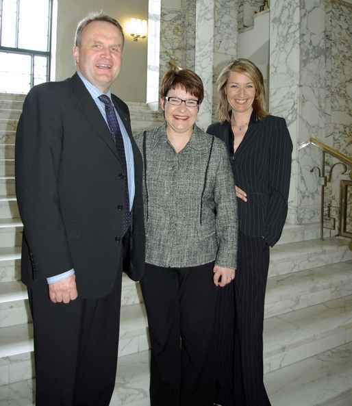 Tuttu trio yhdessä jälleen ! Kansanedustajat (vasemmalta) Hannu Hoskonen, Tarja Filatov ja Maria Guzenina yhteiskuvassa vuonna. (Kuva/Photo: Aristarkos Sirviö) 2007