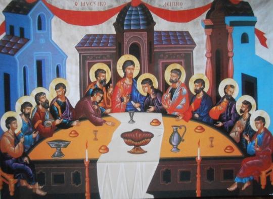 """(Luuk.22:14-23) Kun hetki koitti, Jeesus kävi aterialle yhdessä apostolien kanssa. Hän sanoi heille: """"Hartaasti olen halunnut syödä tämän pääsiäisaterian teidän kanssanne ennen kärsimystäni. Sillä minä sanon teille: enää en syö pääsiäisateriaa, ennen kuin se saa täyttymyksensä Jumalan valtakunnassa."""" Hän otti käsiinsä maljan, kiitti Jumalaa ja sanoi: """"Ottakaa tämä ja jakakaa keskenänne. Minä sanon teille: tästedes en maista viiniköynnöksen antia, ennen kuin Jumalan valtakunta on tullut."""" Sitten hän otti leivän, siunasi, mursi ja antoi sen opetuslapsilleen sanoen: """"Tämä on minun ruumiini, joka annetaan teidän puolestanne. Tehkää tämä minun muistokseni."""" Aterian jälkeen hän samalla tavoin otti maljan ja sanoi: """"Tämä malja on uusi liitto minun veressäni, joka vuodatetaan teidän puolestanne. Mutta tälle samalle pöydälle ojentaa yhdessä minun kanssani kätensä myös minun kavaltajani. Ihmisen Poika lähtee täältä juuri niin kuin hänen on määrä lähteä, mutta voi sitä, josta tulee hänen kavaltajansa!"""" Opetuslapset alkoivat kysellä toisiltaan, kuka heistä se saattaisi olla. (Kuva/Photo: Aristarkos Sirviö)"""