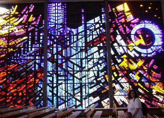 Osa Meiningenin katolisen kirkon lasi-ikkunasta.