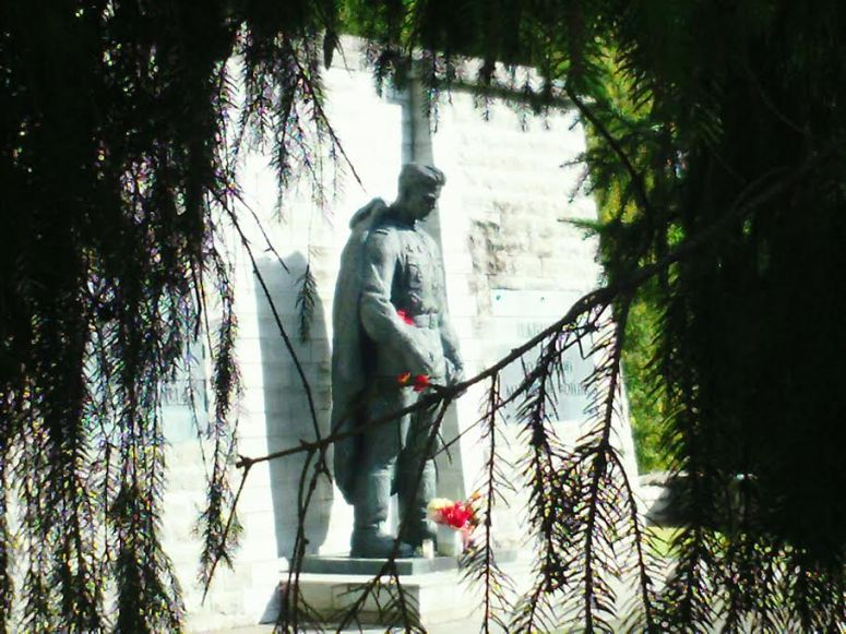 Neuvostosotilasta esittävän pronssipatsaan ympärille kietoutuneet levottomuudet Tallinnassa keväällä 2007 heijastuvat edelleen venäjääpuhuvien ja virolaisten suhteisiin Virossa. (Kuva/Photo: Risto Vuorinen)