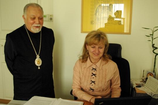Metropoliitta Stefanos ja rouv Treima kirkon keskustalossa. Kuva/Photo: Aristarkos Sirviö)