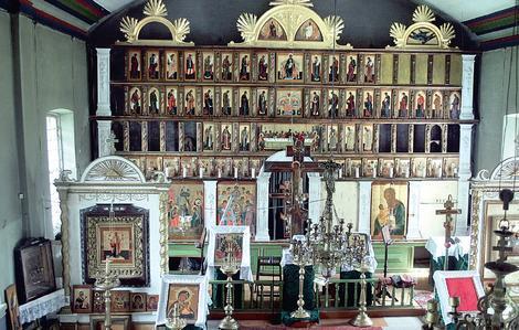 """Varnjan rukoushuoneen/kirkon ikonostaasi on vuodelta 1904. Kuten vanhauskoiset asian ilmaisevat :  """"ikonit on kirjoittanut mestari Moisnikov """". (Kuva/Photo: starover.ee )"""