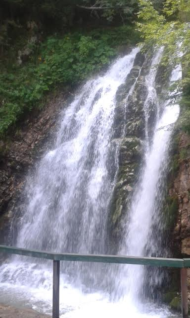 Huutaja-vesiputous Bucegin kansallispuistossa. Kuva/Photo: Kuva/Photo: Andra Aldea-Löppönen