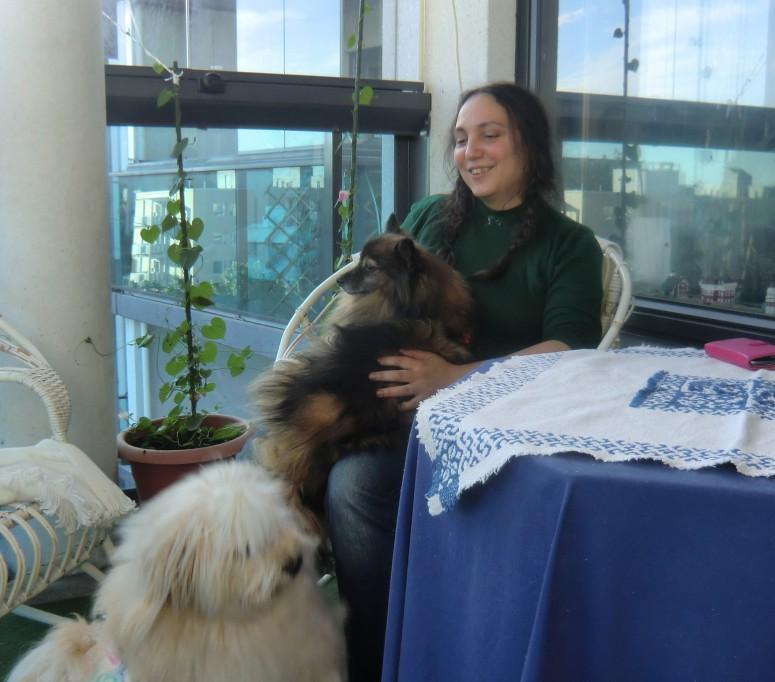 """Andra vierailulla Korsossa Essi-koiransa kanssa. """" Sieluni on kotona, kun jaan ystävien kanssa iloja."""" (Kuva/Photo: Hellevi Matihalti)"""