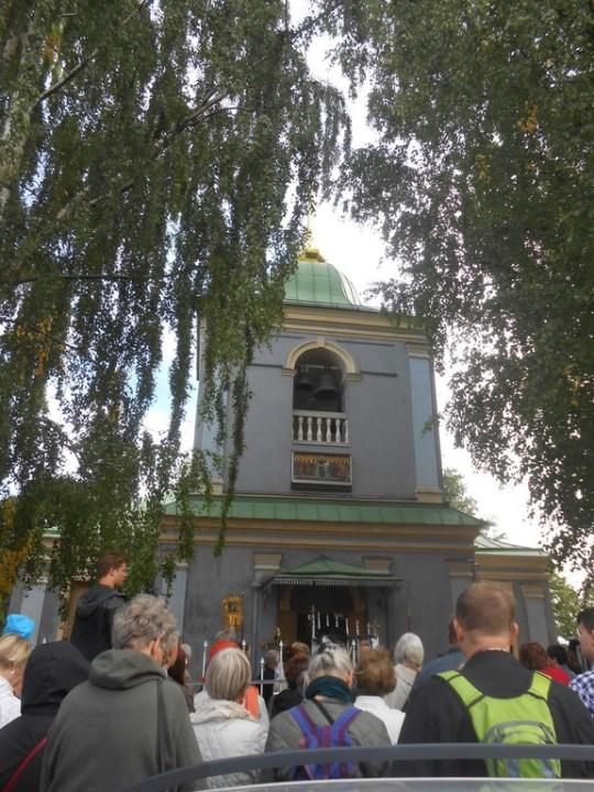 Kirkkopäivien tapahtumat ovat keskittyneet Linnoitukseen. Päivät avattiin Jumalansynnyttäjän suojeluksen kirkon pihamaalla. (Kuva/Photo: Aristarkos Sirviö)