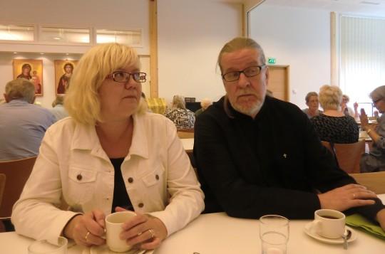 Ira ja Juhani Oulun seurakuntasalilla. (Kuva/Photo: Hellevi Matihalti )
