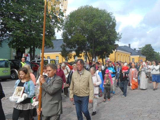Eniten osallistujia kokosi lauantainen ristisaatto ja unnuntaina toimitettu liturgia. (Kuva/Photo: Aristarkos Sirviö)
