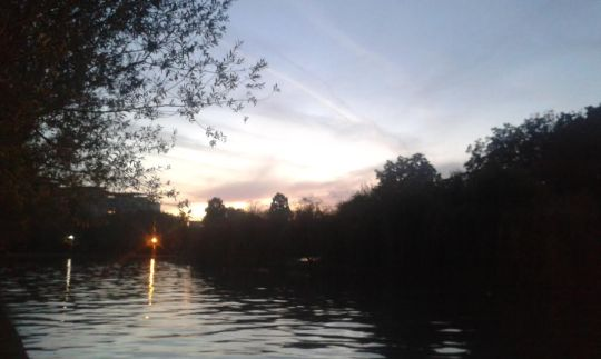 Titan-järvi iltahämärässä Alexandru Ioan Cuza –puistossa Bukarestissa.( Kuva/Photo: Andra Aldea Löppönen)