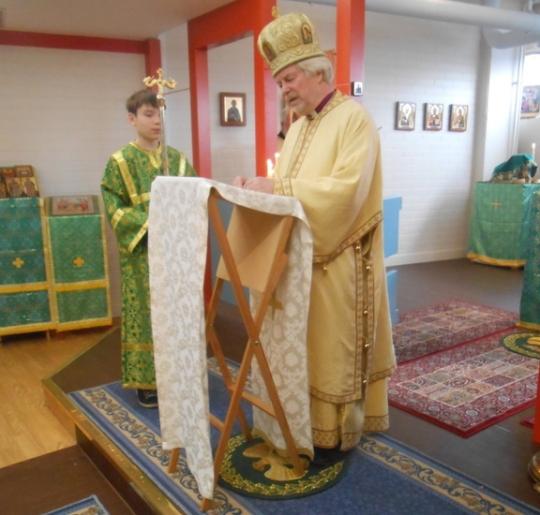 Metropoliitta Ambrosius pitää opetuspuhetta Myllypuron kappelissa. (Kuva/Photo: Aristarkos Sirviö)