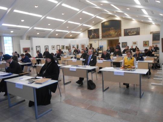 Ensimmäinen täysistunto Valamon kulttuurikeskuksessa. (Kuva/Photo: Aristarkos Sirviö)
