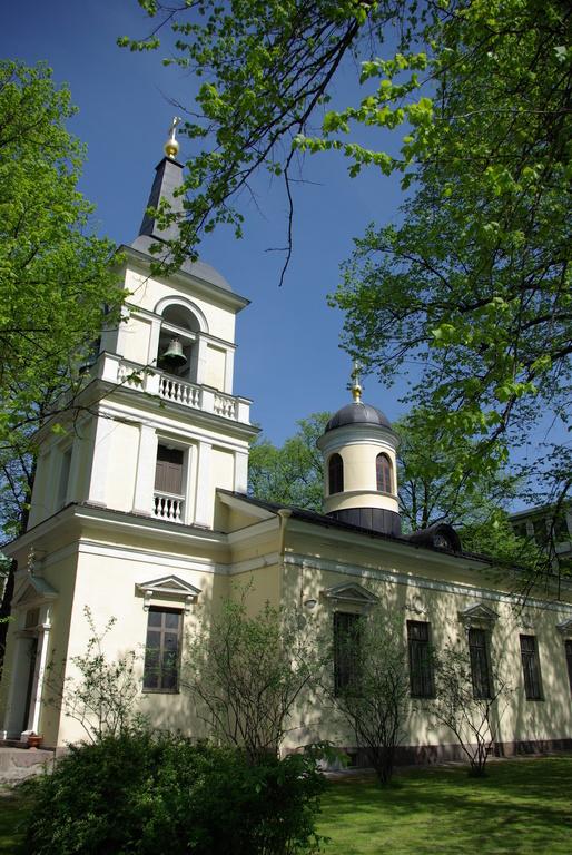 Pyhän Kolminaisuuden kirkon on suunnitellut C.L. Engel. Kirkko valmistui 1827. (Kuva/Photo: Aristarkos Sirviö) (