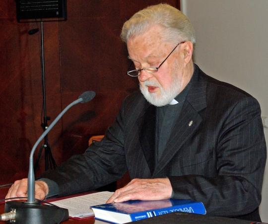 Isä Vello Salo luennoi Suomen-pojista Suomi 90-vuotta -seminaarissa Tallinnassa 2007. (Kuva/Photo: Aristarkos Sirviö)