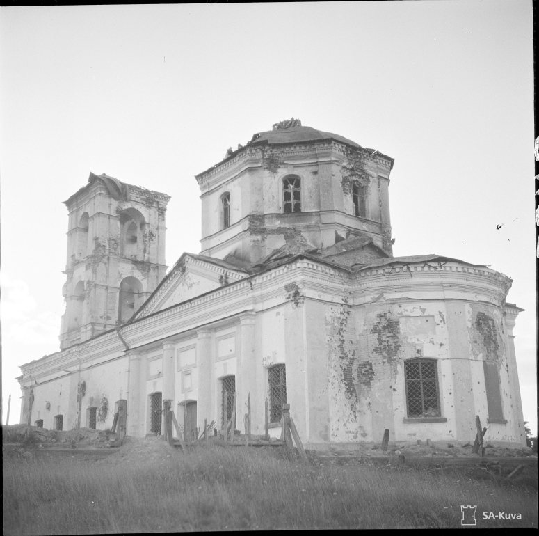 """""""Salmin kreikkalaiskatollinen kirkko ryssien jäljeltä Salmi 1941.08.12"""" (Kuva/Photo: SA-kuva )"""