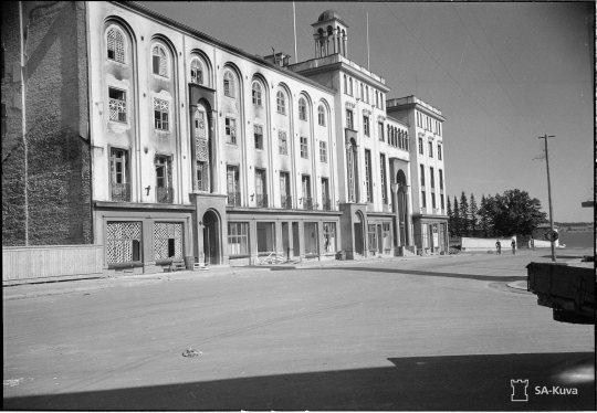 """""""Kreikkalaiskatolisen kirkollishallituksen talo. Sortavala 1941.08.18"""" Suomen ortodoksisen kirkon keskustalo valmistui Sortavalassa 1931. (Kuva/Photo: SA-kuva )"""