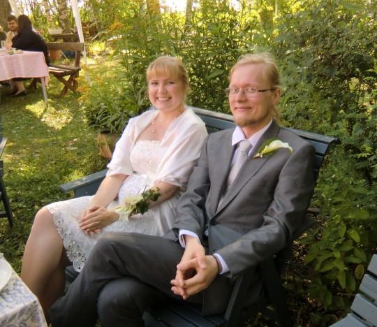 Onnelliset Satu ja Juuso Vola hääjuhlassaan elokuussa 2014. (Kuva/photo: Hellevi Matihalti)