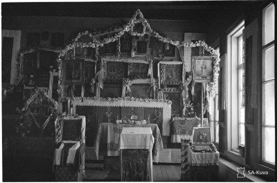 """""""Siirtoleiriläisten kirkko Pyhäniemessä. Pyhäniemi 1944.03.15"""" (Kuva/photo: SA-kuva)"""