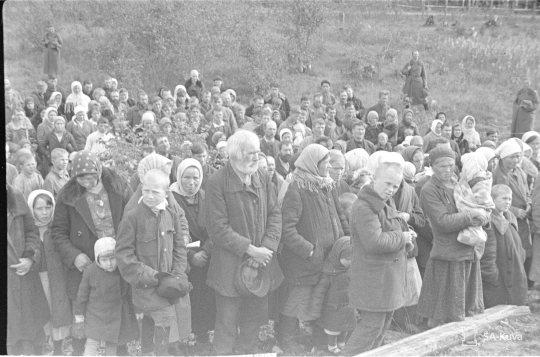 """""""Jumalanpalvelus vangeille. Rautjärvi 1941.09.15"""" (Kuva/Photo: SA-kuva)"""