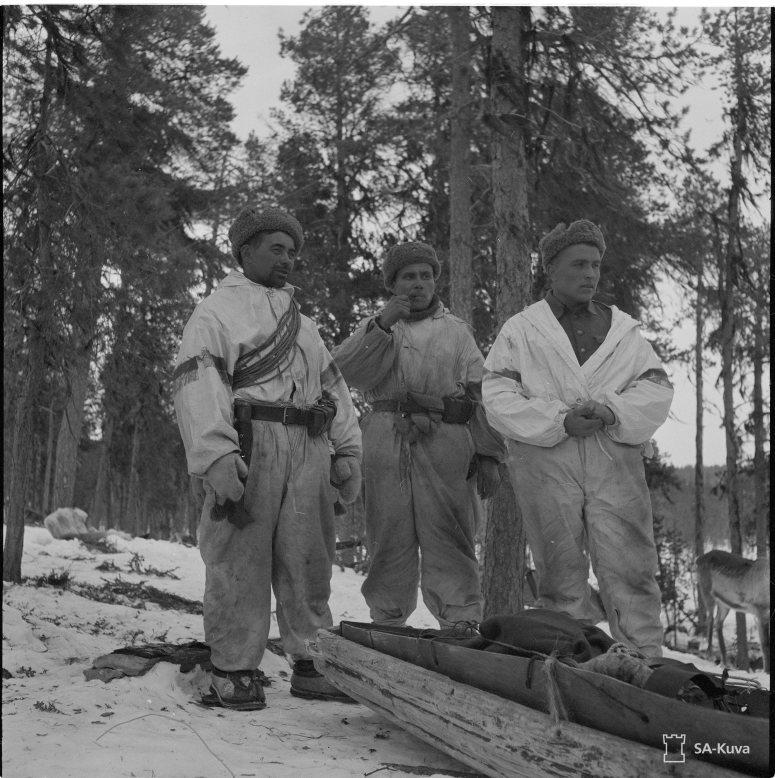 """""""Poromiehiä (Kolttia). Kukkesjaur (Petsamo) 1942.04.12"""" (Kuva/photo: SA-kuva)"""