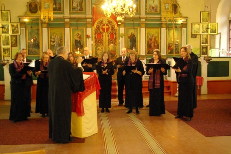 Psalloo -kuoro laulaa/veisaa. (Kuva/Photo: Aristarkos Sirviö)