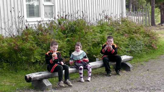 Lapsia Sevettijärvellä. (Kuva/Photo: Hannu Pyykkönen)