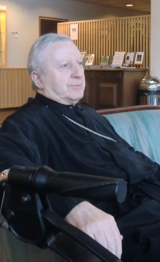 Isä Raimo Pores ennen seminaarin alkua. (Kuva/photo: Hellevi Matihalti)