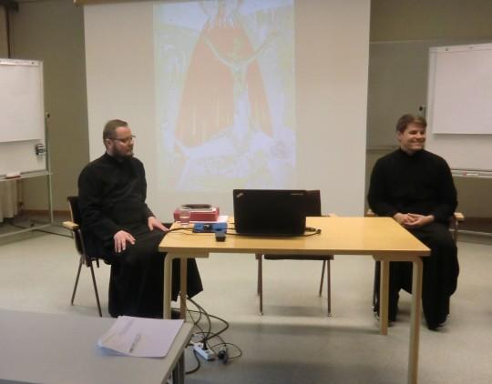 Kuvassa vasemmalla arkkimandriitta Andreas ja oikealla Jelisei Heikkilä. (Kuva/Photo: Hellevi Matihalti)