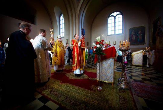 Piispallinen liturgia Vaasan Pyhän Nikolaoksen kirkossa. Metropoliitta Elia ja isä Ville. (Kuva/photo: Eetu Sillanpää)