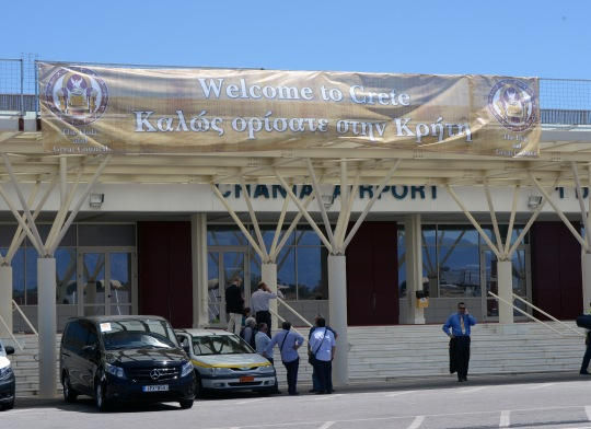 Suuren Synodin osallistujat ja tarkkailijat saapuivat Kreetalle Hanian lentokentän kautta. ((KUVA/PHOTO:© Dimitrios Panagos))