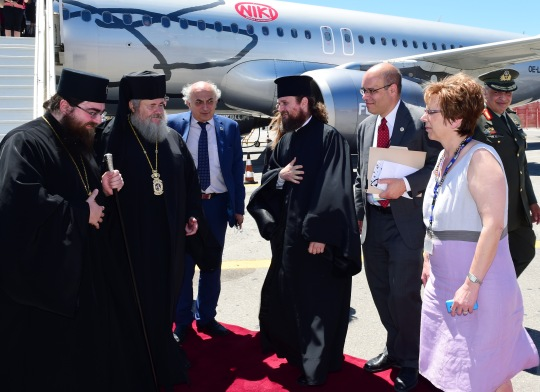 Korkeat vieraat otettiin vastaan juhlallisesti lentokentällä. (KUVA/PHOTO:© Dimitrios Panagos)