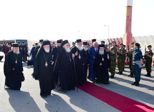 Synodin osallistujia saapumassa Kreetalle. (KUVA/PHOTO:© Dimitrios Panagos))