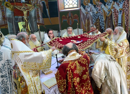 Helluntaipäivänä (19.6.) kirkonjohtajat palvelivat liturgiassa vuonna 1735 valmistuneessa Pyhän Menaksen katedraalissa. (KUVA/PHOTO:© Dimitrios Panagos)