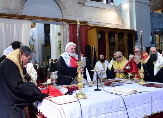 Papiston ehtoolinen liturgiassa 19.6. Kuvassa keskellä Karjalan ja koko Suomen arkkipiispa Leo. (KUVA/PHOTO:© Dimitrios Panagos)