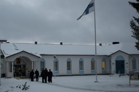 Kirkolliskokousedustajat kokoontuivat aamulla klo 9 Valamon kulttuurikeskuksen saliin kirkollishallituksen kyselytuntiin suljetuin ovin. Kokoustyöskentelyn on määrä alkaa klo 13 samassa salissa avoimin ovin. (Kuva/photo: Aristarkos Sirviö)